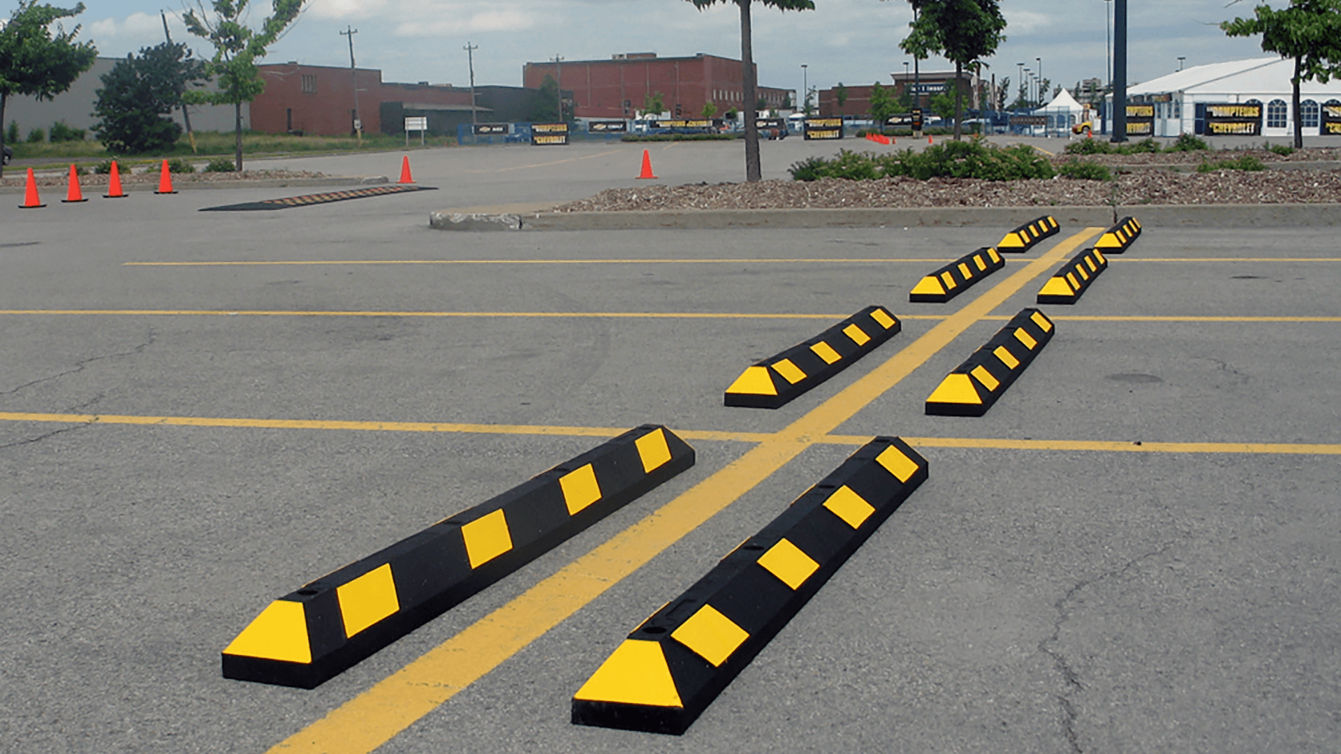 NoTrax® Park-It­® Recycled Rubber Parking Curb
