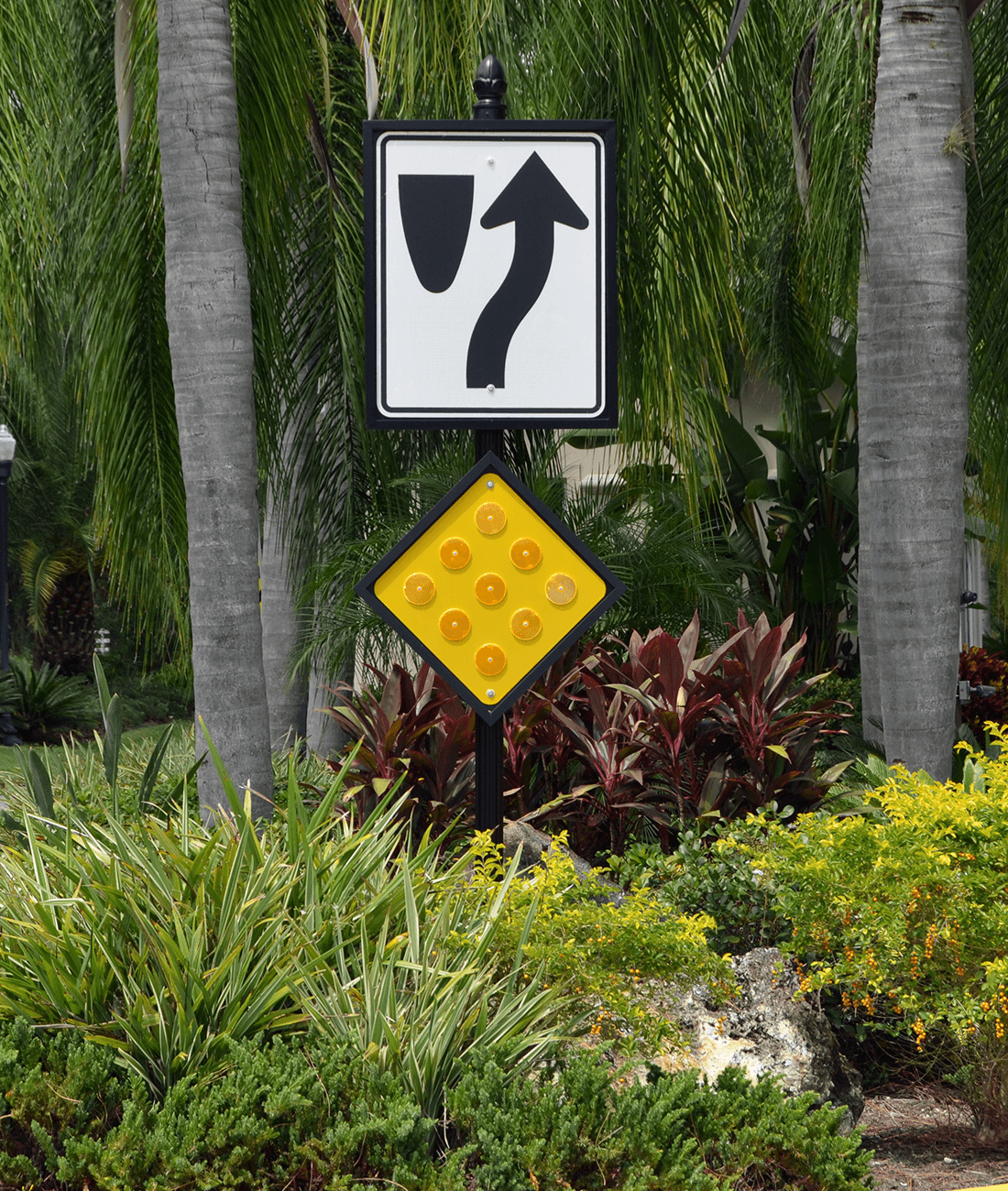 Historic Collection Keep Right Of Median & Nine Button Object Marker